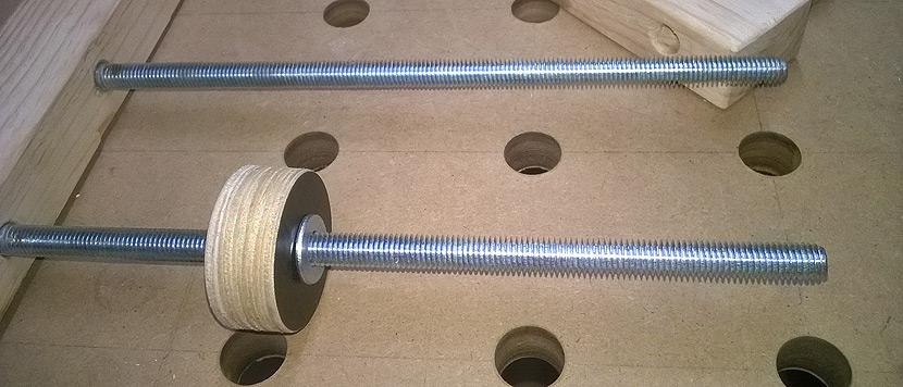 ścisk śrubowy - tylny pręt